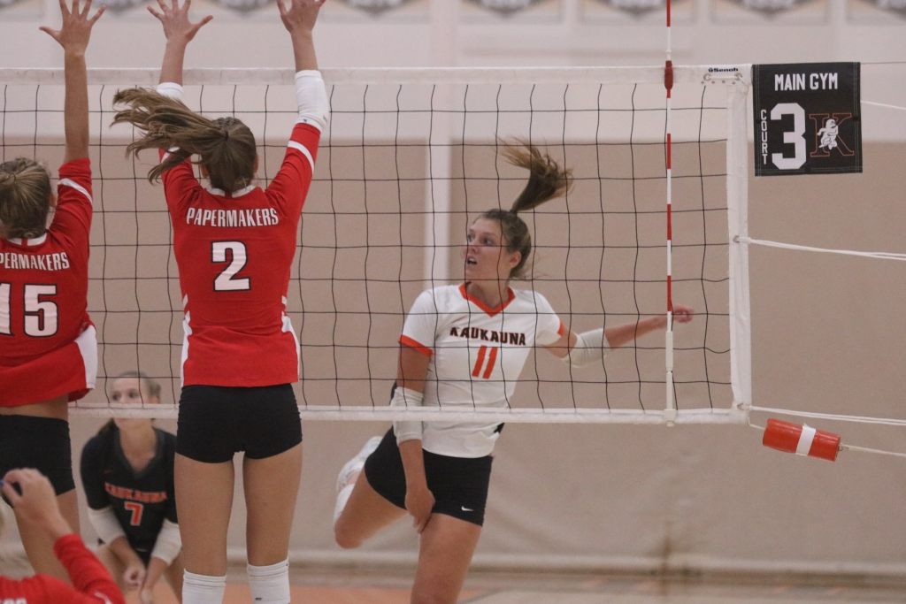 The Kaukauna girls' volleyball team moved to 3-1 overall in the Fox Valley Association with a win over Appleton East on Thursday....