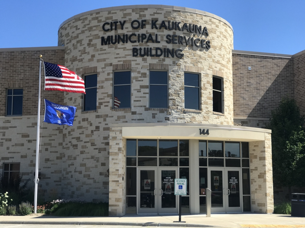 Indoor facilities owned by the City of Kaukauna now require both employees and visitors to wear some type or mask or face covering.The facilities...